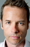 (Guy Pearce)