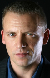 (Callum Keith Rennie)