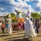 Клоуны-ходулисты и экспериментальная пантомима: гид по фестивалю уличных театров