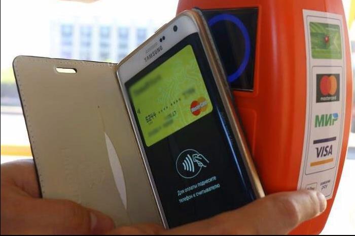 Вавтобусах Петербурга можно оплачивать проезд банковской картой и телефоном